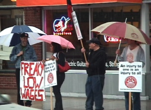 IWW holds Solidarity picket in Grand Rapids for Jimmy John's workers